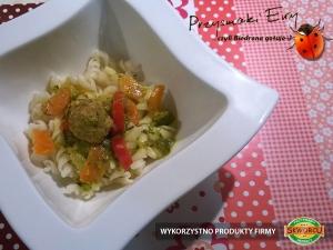 Pulpeciki sambar masala w sosie warzywnym i koperkiem