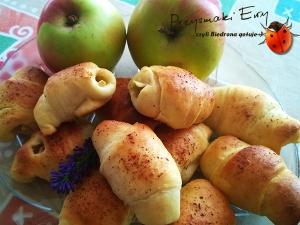 Rogaliki drożdżowe z jabłkami i cynamonem na suchych drożdżach