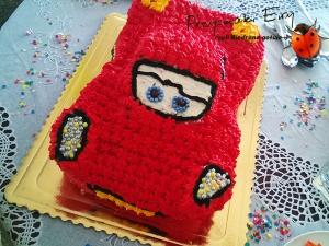 Tort bohatera bajki Auta - Zygzak McQueen (na bazie śmietany, serka mascarpone z owocami)