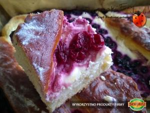 Ciasto drożdżowe z serem, jagodami i czereśniami