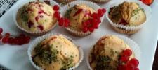 Muffiny z czerwoną porzeczką (babeczki z świeżymi owocami)